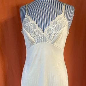 1980s Vanity Fair White Nylon Slip